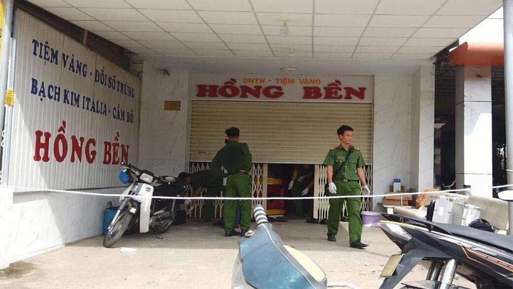 Khen thưởng Ban chuyên án truy bắt nhanh thủ phạm trộm 200 cây vàng ở Bình Thuận
